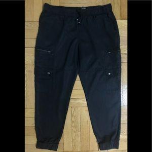 Banana Republic Factory black cargo pants. Large